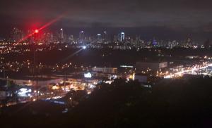 Vista nocturna a la ciudad
