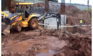 Excavación para descubrir pilotes
