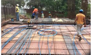 Colocan aceros y cables rampa de acceso