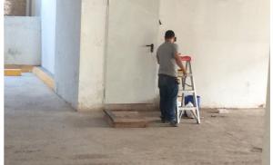 Installation de puertas metálicas área e estacionamientos